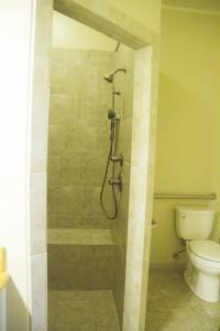 screen-door-inn-studio-bathroom-shower